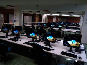 Fotografia aula informatizzata presso il campus di Monte Sant'Angelo